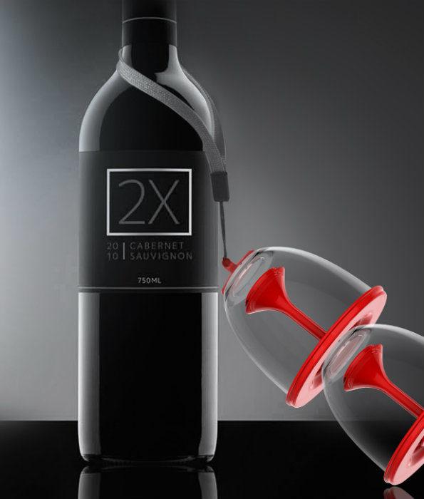 Nietłukące kieliszki w parze z butelką wina stanowią razem idealny zetaw wyjściowy