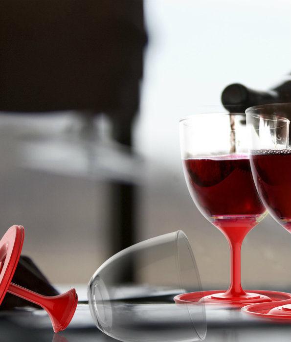 nietłukące kieliszki szybko składa się w zestaw wyjściowy, by móc kosztować wino w plenerze